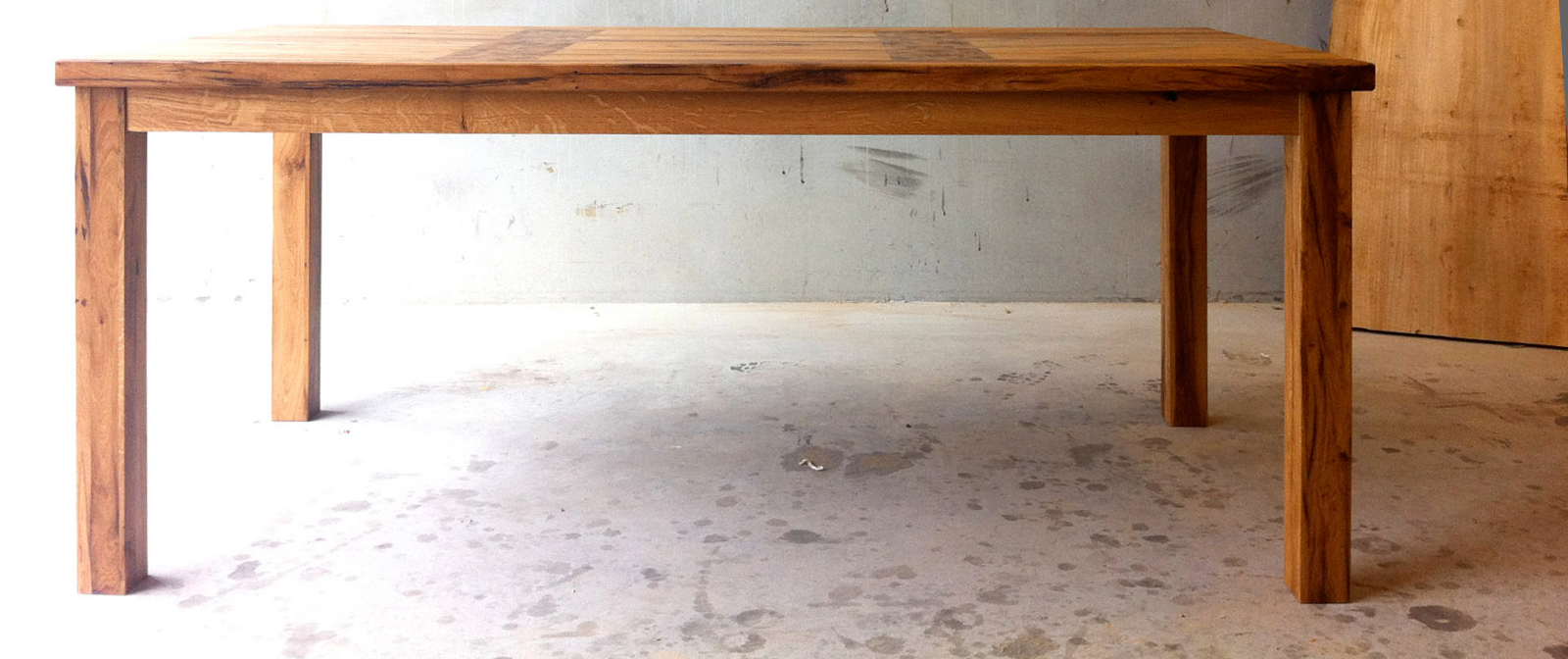 Tafel uit oude eiken balken