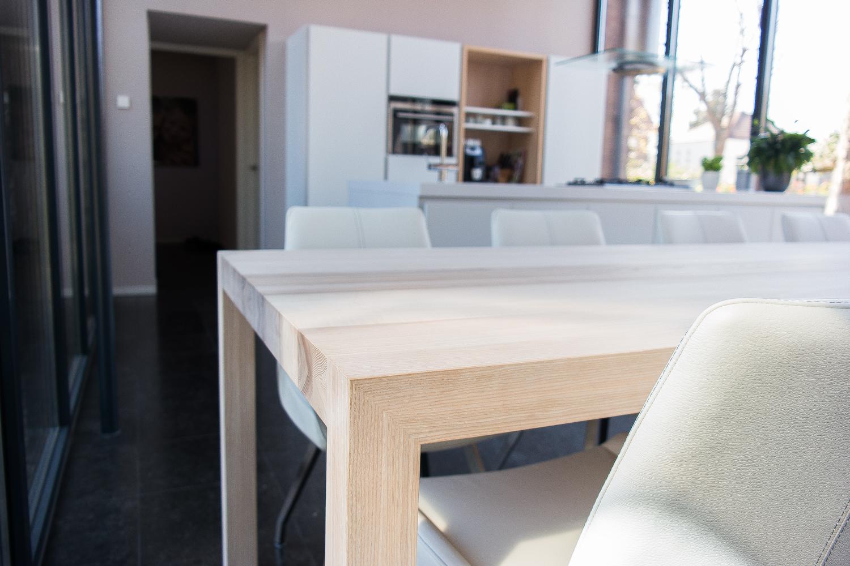Strakke essenhouten   tafel op maat gemaakt   houtsoort naar wens