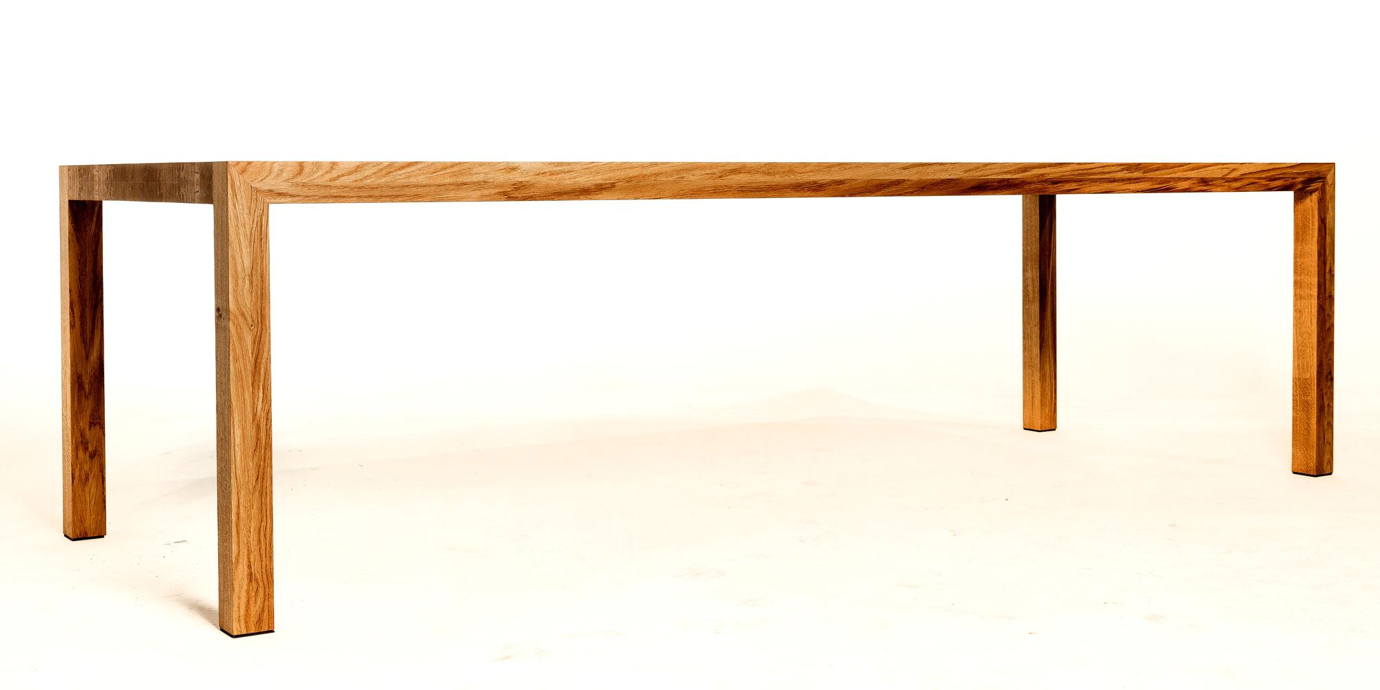 massief eiken houten tafel strak en slank op maat gemaakt