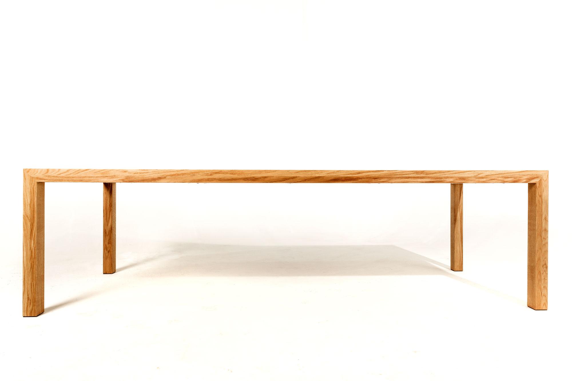 Massief eiken houten tafel strak en slank op maat gemaakt for Eiken design tafel