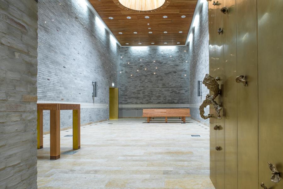 Kersenhouten banken – tafel kapel MST