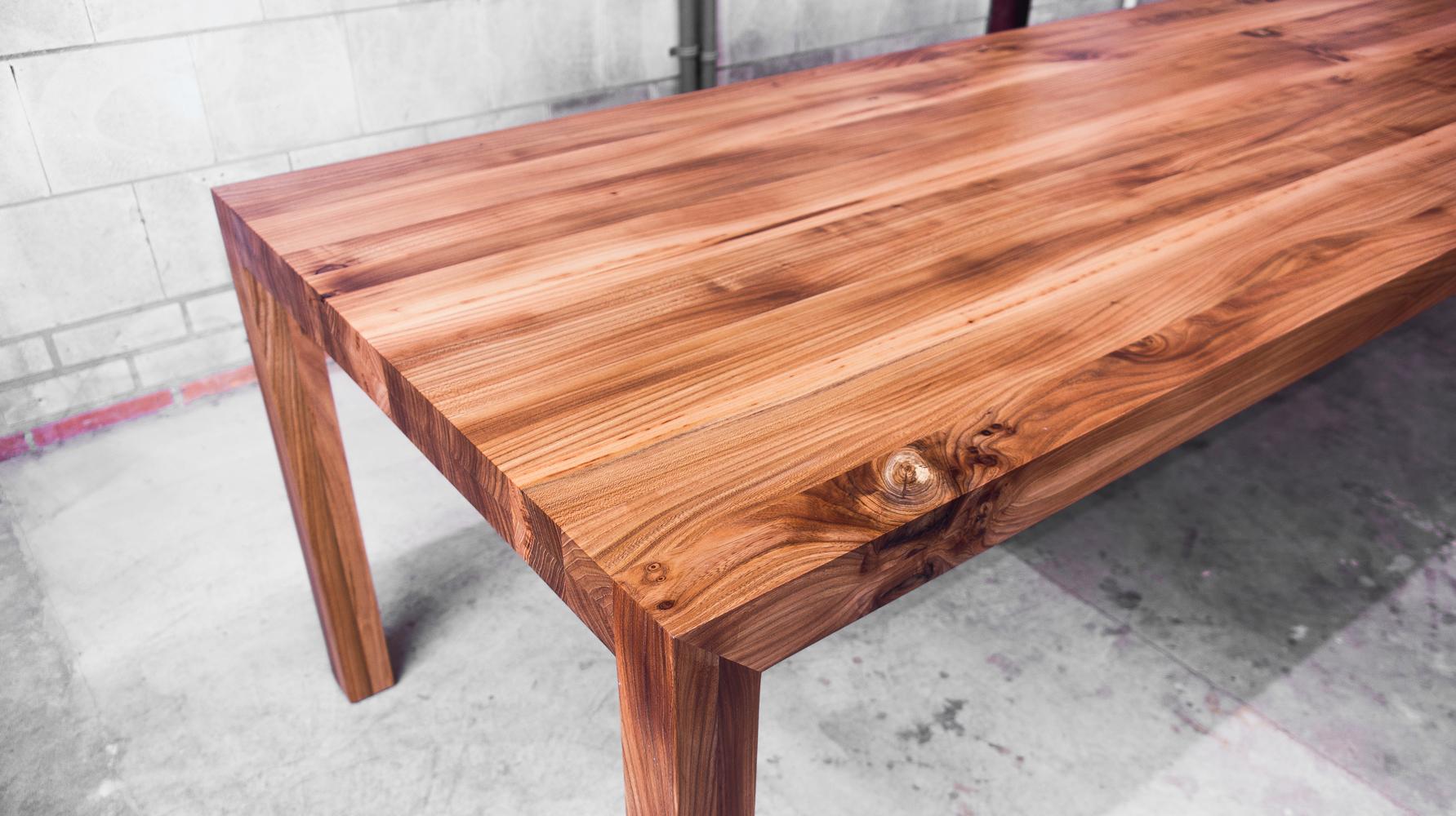 Tafel massief iepenhout moderne iepenhouten tafels op maat for Tafel op maat