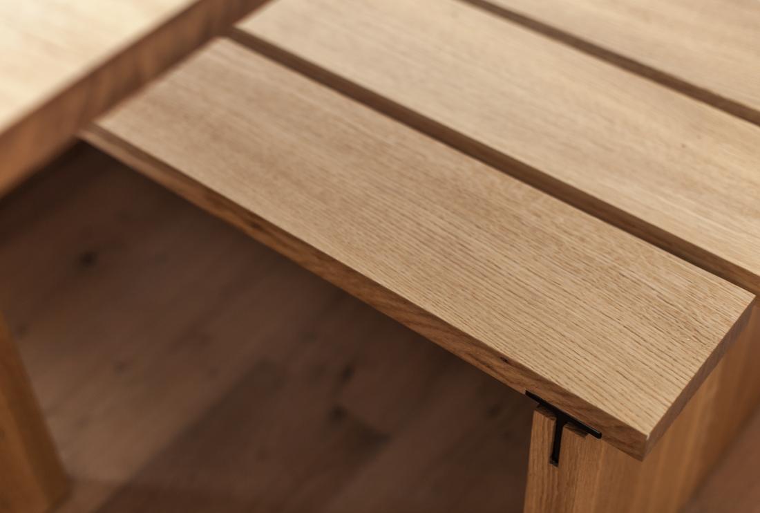 Eiken tafel met staal staal hout en staal op een unieke for Eiken tafel