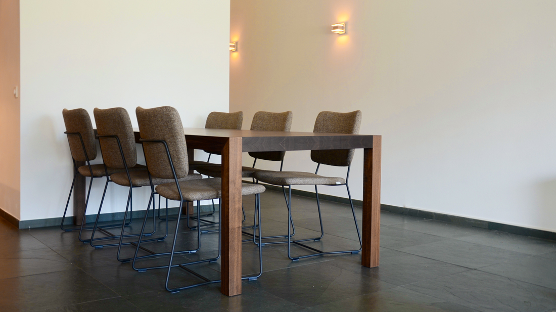 Notenhouten tafel meubelmaker casper rutges exact op maat gemaakt