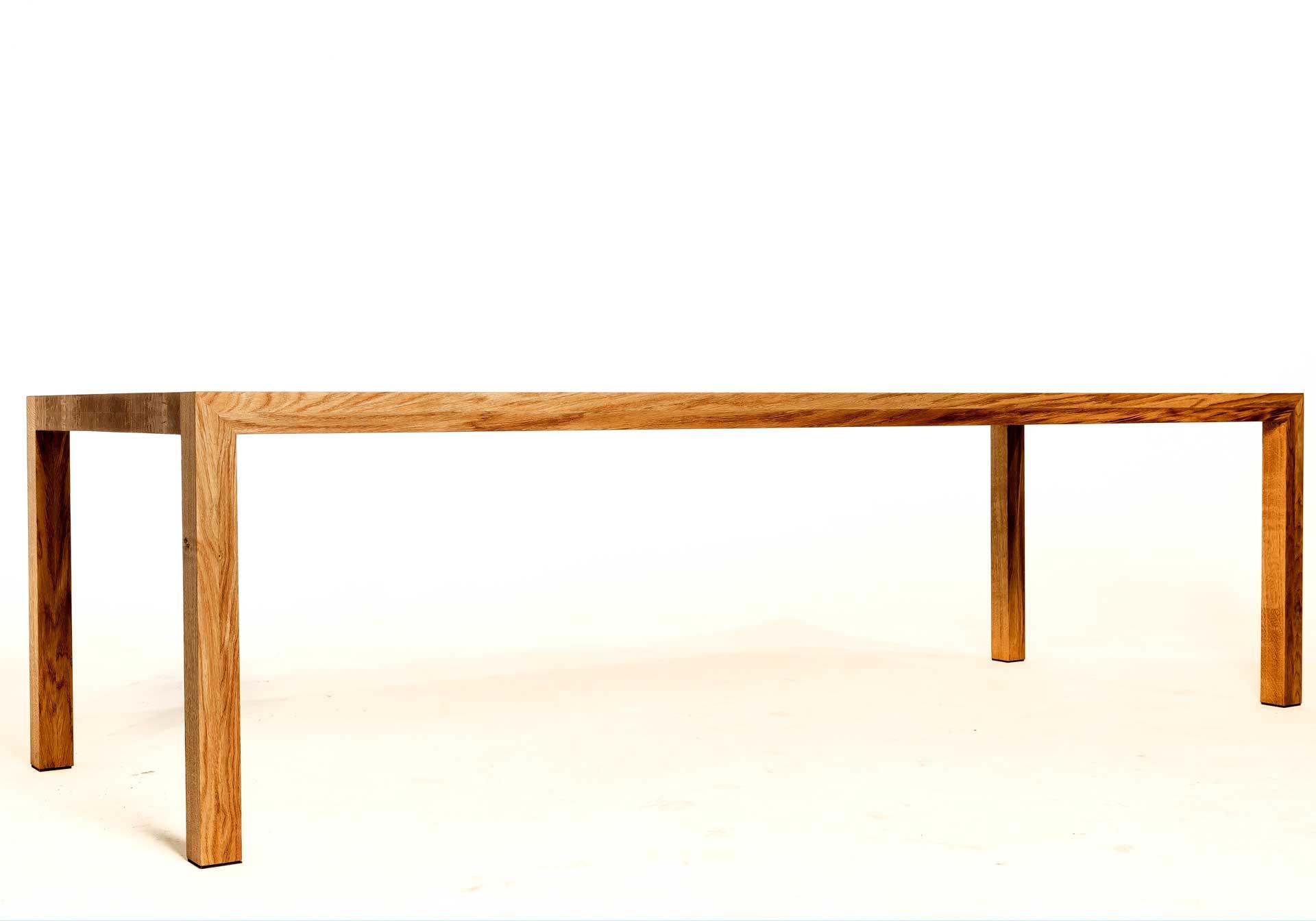 Slanke-en-lange-eiken-tafel