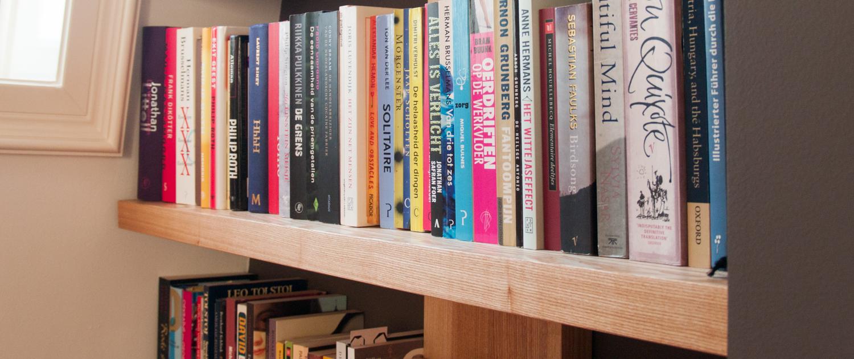 Dikke Planken Boekenkast.Boekenkast Van Essenhout Meubelmaker Casper Rutges Op Maat
