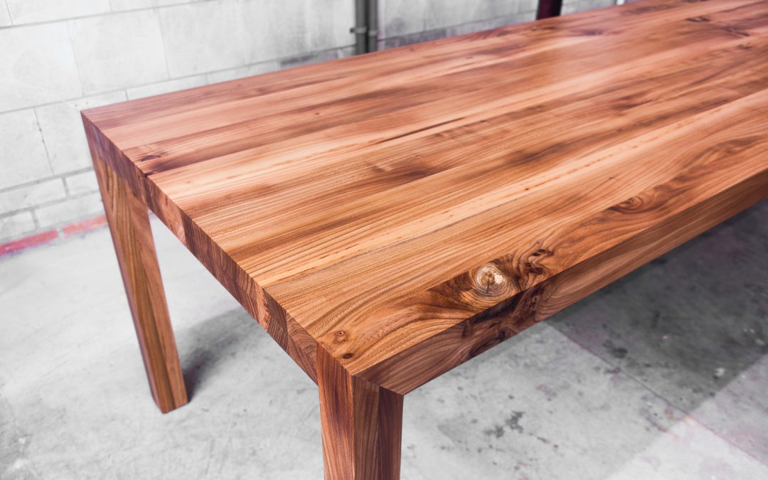 Tafel massief iepenhout